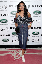 Rosario Dawson continued the relaxed-chic vibe with a denim pencil skirt.