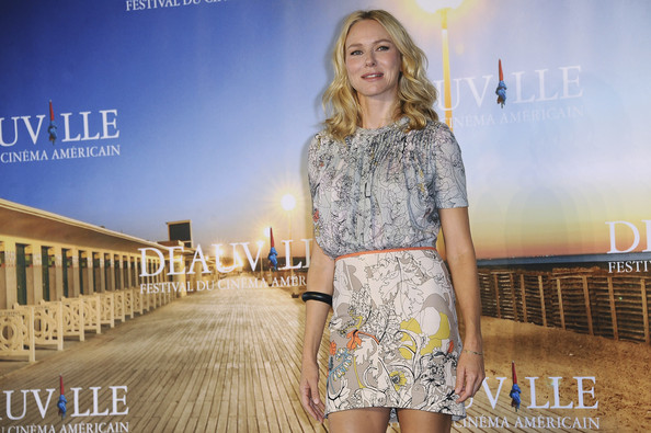More Pics of Naomi Watts Strappy Sandals (1 of 17) - Naomi Watts Lookbook - StyleBistro