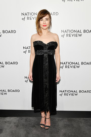 Linda Cardellini was sweet and elegant in a bow-adorned strapless dress at the National Board of Review Awards Gala.