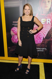 Katie Couric paired her dress with navy broad-strap sandals.