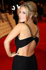 Heidi Range wore a pair of romantic dangling earrings which complemented her gown's metal detail.