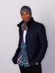 Ne-Yo donned a dark blue blazer coat with zipper detailing.