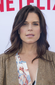 Neve Campbell attended the Netflix Emmy season casting event wearing a gently wavy hairstyle.