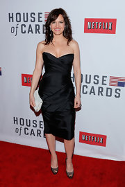Carla looked flawless in this gathered LBD at the 'House of Cards' premiere in NYC.