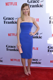 Brooklyn Decker kept it minimal yet stylish in a strapless blue midi dress by Victoria Beckham at the 'Grace & Frankie' season 2 premiere.