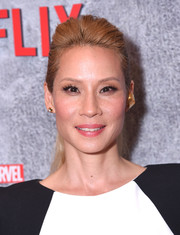 Lucy Liu attended the premiere of 'Luke Cage' season 2 wearing her hair in a pompadour ponytail.