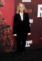 Amy Poehler was tomboy-chic in a black velvet pantsuit by Theory at the premiere of 'Russian Doll' season 1.