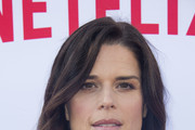 Neve Campbell Long Wavy Cut