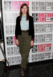Kate Lyn Sheil opted for a tomboyish look with these green cargo pants.