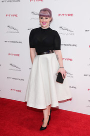 Kelly Osbourne completed her ensemble with an elegant black satin box clutch.
