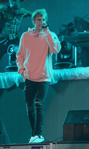 Justin Bieber stayed comfy in a pink Kith hoodie while performing at the Fontainebleau New Year's Eve celebration.