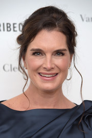 Brooke Shields was elegantly coiffed with this loose bun at the Tribeca Ball.