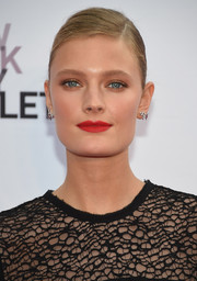 Constance Jablonski swiped on some red lipstick for a vibrant beauty look.
