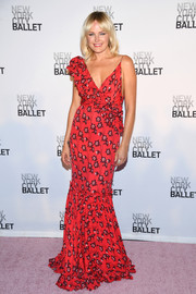 Malin Akerman looked festive and feminine in this red ruffle mermaid gown by Johanna Ortiz at the New York City Ballet's 2017 Fall Fashion Gala.