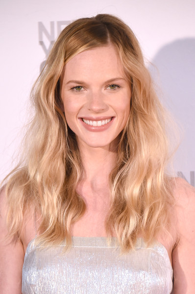 Anne V sported messy-chic waves at the New York City Ballet Spring Gala.