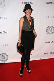 Neve Campbell held a vintage looking patent purse on the red carpet.
