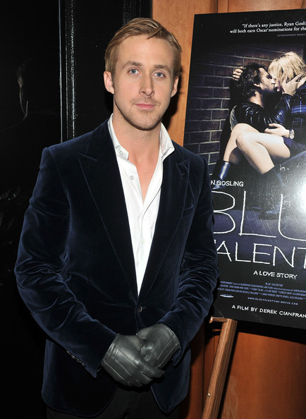 Ryan Gosling wore a pair of thick leather gloves to keep his fingers toasty at the 'Blue Valentine' premiere.
