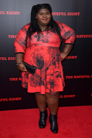 Gabourey Sidibe topped off her ensemble with an elegant black satin clutch.
