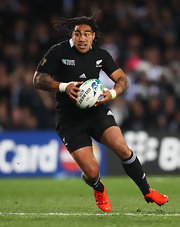 Don't get in Ma'a Nonu's way... he'll run you over.  Here Ma'a runs the ball in his 'All Blacks' uniform.