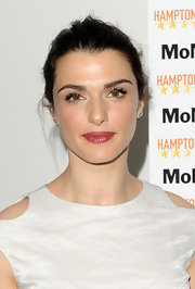 Rachel Weisz looked super feminine and chic with glossy pink lips and dewy skin.