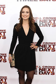 Olivia Wilde finished off her Celine V-neck dress and emerald green earrings with a Leather and Lace tube clutch.
