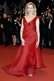 Geena Davis looked romantic in a red V-neck gown during the Cannes premiere of 'The Nice Guys.'