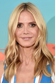 Heidi Klum attended the Nickelodeon Kids' Choice Awards wearing her hair in beach-chic waves.
