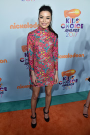 Miranda Cosgrove went for a cute '60s-inspired look with this high-neck floral mini dress by Marc Jacobs at the 2017 Kids' Choice Awards.