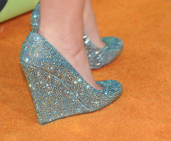 More Pics of Katy Perry Diamond Ring (4 of 70) - Gemstone Rings Lookbook - StyleBistro [footwear,glitter,aqua,turquoise,teal,leg,shoe,foot,high heels,fashion accessory,arrivals,katy perry,christian louboutin,annual kidschoice awards,detail shot,carpet,pauley pavilion,california,los angeles,nickelodeon]