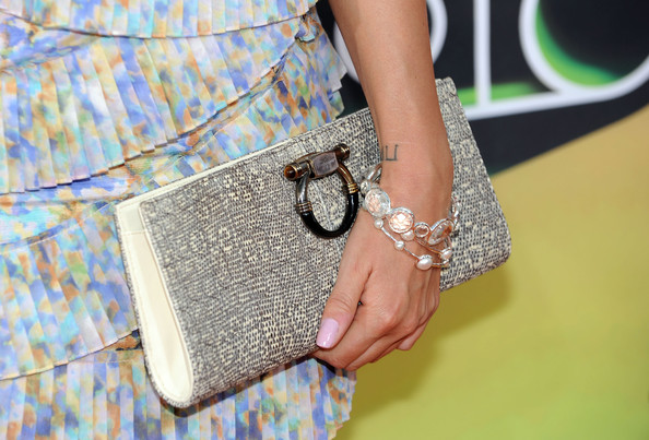 More Pics of Nikki Reed Oversized Clutch (1 of 19) - Clutches Lookbook - StyleBistro [white,street fashion,shoulder,handbag,bag,fashion,joint,fashion accessory,coin purse,eyewear,arrivals,nikki reed,annual kidschoice awards,california,los angeles,pauley pavilion,nickelodeon,ucla,annual kids choice awards]