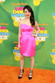 'iCarly' star Miranda Cosgrove attended Nickelodeon's 24th Annual Kid's Choice Awards wearing an 18-karat gold and pave diamond spike bracelet.