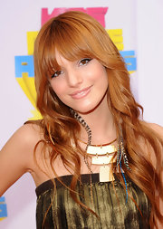 Actress Bella Thorne added a gilded touch to her ravishing look with a geometric gold statement necklace.