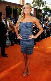 Kelly Kelly stepped out in this strapless blue number at the Kids' Choice Awards.