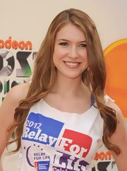 Nathalia Ramos wore her soft waves down at the Kids' Choice Awards.
