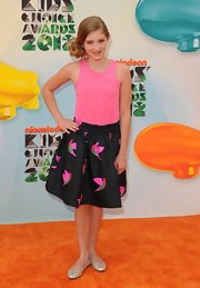 Willow Shields looked sweet at the Kids' Choice Awards in this print skirt and pink tank.