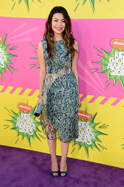 Miranda Cosgrove chose a sleeveless print dress as her look of choice at the KCAs.