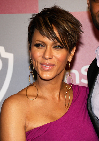 Nicole Ari Parker Layered Razor Cut [hair,hairstyle,face,eyebrow,beauty,chin,lip,brown hair,eyelash,long hair,arrivals,nicole ari parker,hotel,beverly hills,california,instyle,warner brothers,golden globes party,post-party,warner bros. 68th annual golden globe awards]