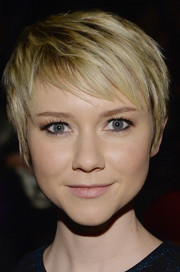 Valorie Curry looked adorable with her cute pixie during the Nicole Miller fashion show.