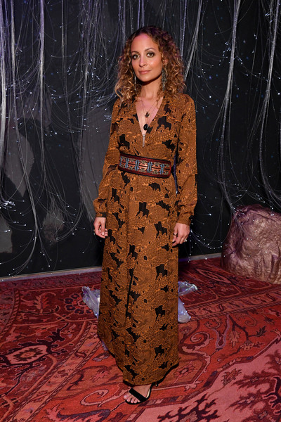 Nicole Richie Print Dress [clothing,fashion,dress,brown,long hair,haute couture,fashion model,outerwear,fashion design,brown hair,nicole richie,refinery29 29rooms,new york,brooklyn city,expand your reality opening party,your reality opening]