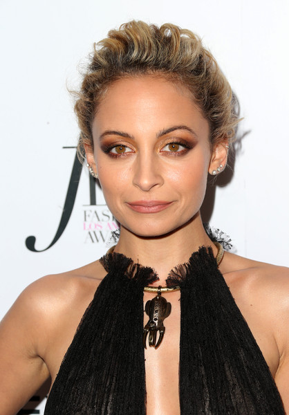 Nicole Richie Loose Bun [hair,hairstyle,face,eyebrow,lip,beauty,chin,blond,black hair,forehead,arrivals,nicole richie,west hollywood,california,sunset tower hotel,daily front row,fashion los angeles awards]