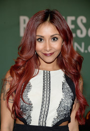 Nicole Polizzi attended her book signing wearing a super-sweet wavy 'do.