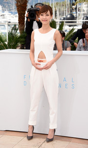 Hsieh Hsin-Ying stayed on trend in a white cutout jumpsuit during the 'Nie Yinniang' photocall in Cannes.