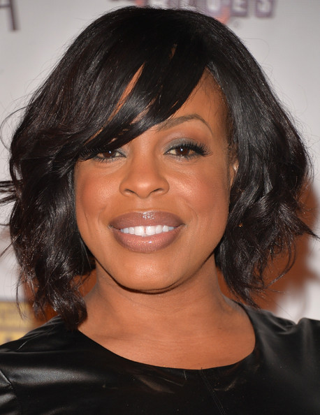 Niecy Nash Curled Out Bob []