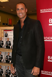 Nigel Barker dressed up a pair of gray jeans with a sharp black blazer.