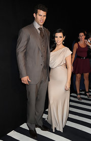 Kris Humphries looked ultra dapper in a gray pinstriped suit paired with a checkered shirt and brown tie.