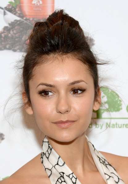 Nina Dobrev Neutral Eyeshadow