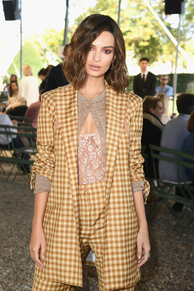More Pics of Emily Ratajkowski Medium Wavy Cut (1 of 5) - Emily Ratajkowski Lookbook - StyleBistro