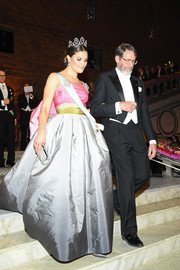 Princess Victoria was pure elegance in a strapless color-block gown by Nina Ricci at the Nobel Prize Banquet 2018.