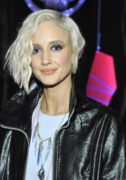 Andrea Riseborough went edgy with this asymmetrical wavy 'do at the Roksanda Ilincic dinner.