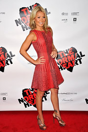 Kelly Ripa boosted her petite frame with knockout bronze Web sandals.